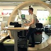 Создана конструкция хомячьего колеса для офисных работников