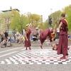 Нью-йоркские буддисты станцевали брейк в честь основателя Beastie Boys