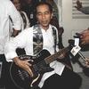 Группа Metallica дала индонезийскому губернатору взятку бас-гитарой