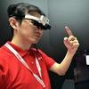 Японцы создали очки, которые переводят текст во время чтения
