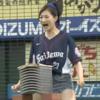 Японская актриса разбила головой 10 блоков на открытии бейсбольной игры