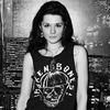 6 девушек рассказывают о рок-футболках