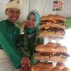 В Малайзии сделали самый большой свадебный торт из гамбургеров