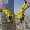 Бейсджамперы установили мировой рекорд, спрыгнув с самого высокого здания в мире