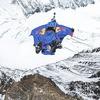 Российский бейсджампер совершил рекордный прыжок с Эвереста