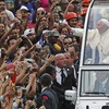 Папа Римский в обход правил прокатил друга на «папомобиле»