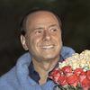 «Я знаю, как сделать женщин счастливыми»: 10 плакатов с цитатами Сильвио Берлускони