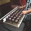 Румынские техники-энтузиасты изготовили клавиатуру из пивных банок