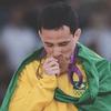 Бразильский спортсмен сломал выигранную олимпийскую медаль