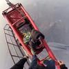 Российские экстремалы взобрались на 650-метровый небоскрёб в Шанхае