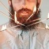 Американец научил свою бороду держать предметы