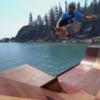Скейтер Боб Бернквист прокатился на самой большой в мире плавучей рампе