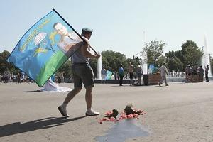 «Парашют не раскрывался, в боевой машине горел»: Репортаж со Дня ВДВ