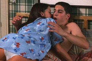 Горячие мамочки, очень плохая музыка и другие стереотипы молодёжного кино