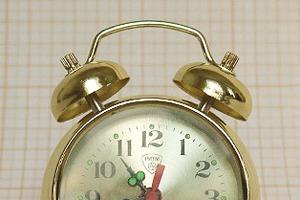Мужская разборка: Из чего состоит и как работает будильник