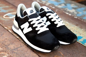 10 пар спортивной обуви на маркете FURFUR
