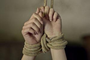 Опасные связи: Как правильно связывать женщину