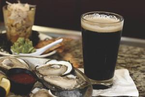 Скользкая тема: Путеводитель по устричным стаутам — крепкому темному пиву на основе моллюсков