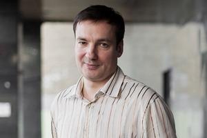 «Писатель должен делать то же самое, что священник»: Интервью с писателем Павлом Санаевым