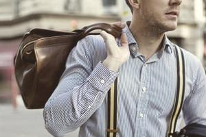 Натянутые отношения: Кто и как носит подтяжки