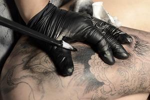 Иглоукалывание: 4 ручных метода нанесения татуировок
