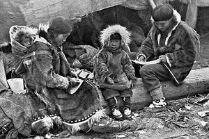 Кухлянка, камлейка и еще 5 примеров традиционной одежды народов Крайнего Севера