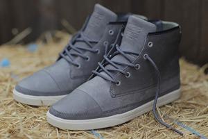 10 пар обуви на маркете FURFUR