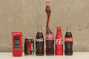 Коллекция бутылок и банок «Кока-Колы» повара Мити Лаврова