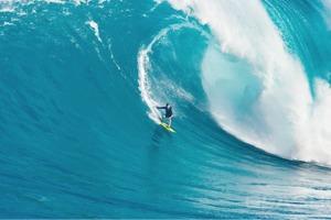 Рекорды серфинга: 5 покорителей экстремально высоких волн