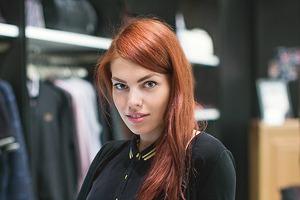 5 красивых продавщиц в магазинах мужской одежды выбирают вещи для парня их мечты