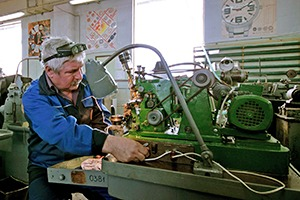 На взводе: Репортаж с часового завода «Ракета»