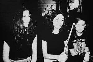 Премьера клипа «Пластилин» группы «Фанни Каплан»