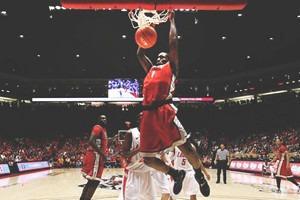 Мартовское безумие: Как студенческий чемпионат стал самым безумным событием американского баскетбола