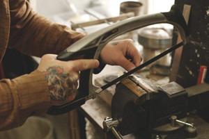 «Каждый мужчина мечтает мастерить что-то своими руками»: Интервью с создателем тату-машинок VladBlad