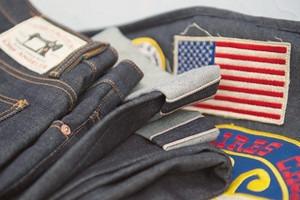 Кастет, краска и вышитые инициалы: Как кастомизировать любимую пару джинсов