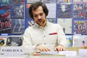 Как винил возрождается в цифровую эпоху: Интервью с Петром Чинаватом, сооснователем магазина DiG