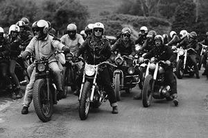 Фоторепортаж с мотоциклетного фестиваля Wheels & Waves