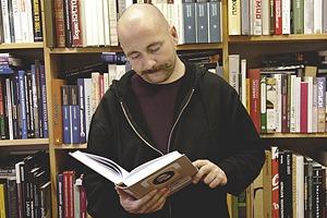 Книжная полка: Любимые книги Максима Суркова, сооснователя магазина «Циолковский»