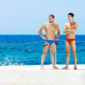 Песочные часы: пляжная одежда для мужчин