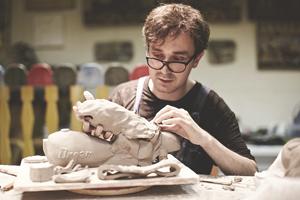 «Когда я долго не работаю руками, скатываюсь во тьму»: Интервью со скульптором Прохором Колосовым