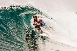 Russia Goes Surfing: Репортаж из серферского лагеря на Мальдивах