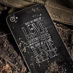 Killing for Peace: Гравировки на телефонах американских солдат