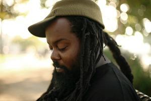 «В моей голове без остановки играет музыка»: Интервью с музыкантом Ras G