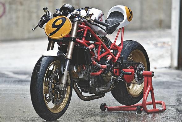 Создатели нашумевшего каферейсера Ducati 9 1/2 выставили свой мотоцикл на продажу. Изображение № 5.