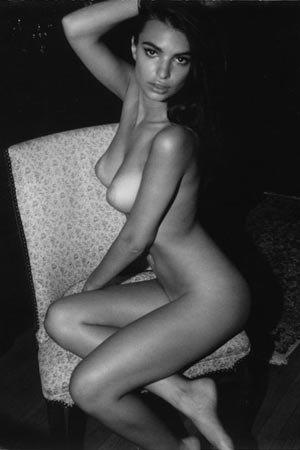 Модель Эмили Ратажковски разделась для журнала Darius . Изображение № 7.