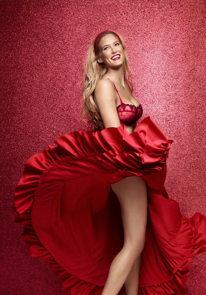 Модель Бар Рафаэли снялась в рекламе белья Passionata. Изображение № 4.