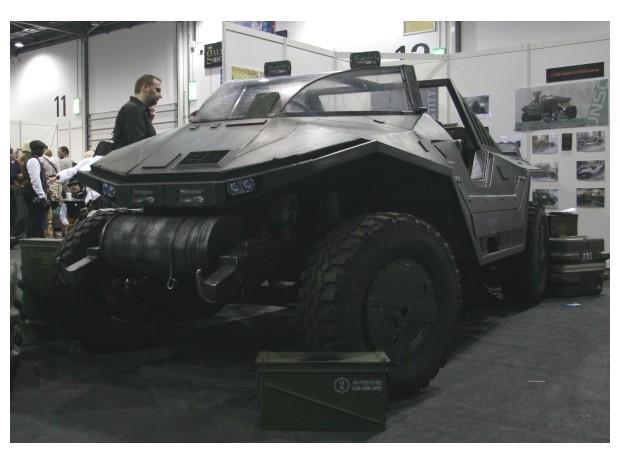 Англичанин превратил Land Rover в бронемобиль из игры Halo. Изображение № 2.