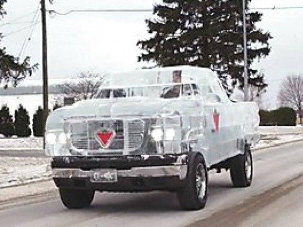 В Канаде собрали первый в мире пикап изо льда. Изображение № 2.