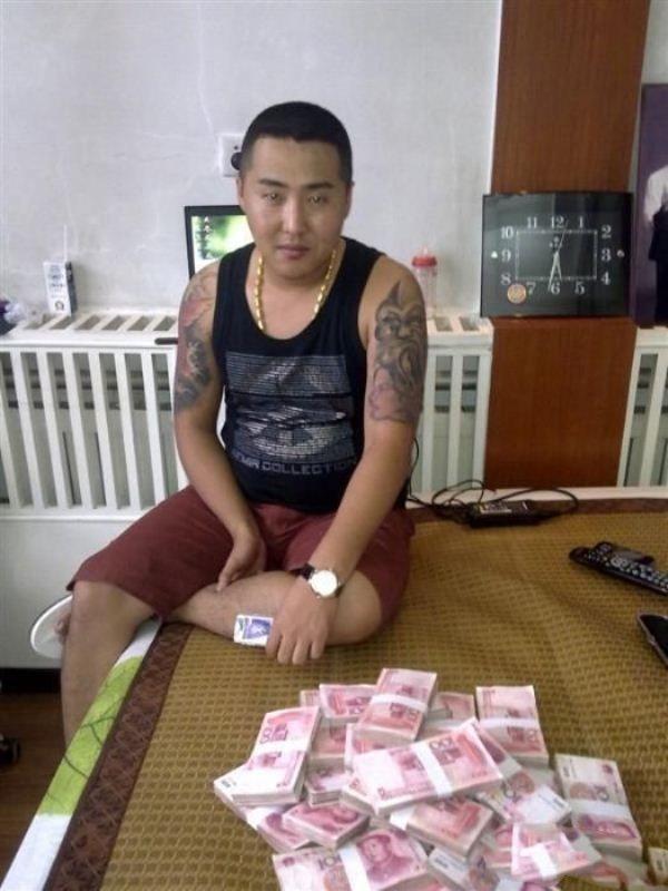 Китайский бандит потерял телефон с коллекцией личных фото: смотрим и обсуждаем. Изображение № 20.