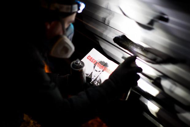 Граффити-художник P183 нарисовал портрет Сида Вишеза у входа в бар «Клава». Изображение № 1.